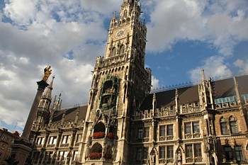 Le carillon de l'Htel de Ville,  Marienplatz, demeure un des ples d'attraction majeur.