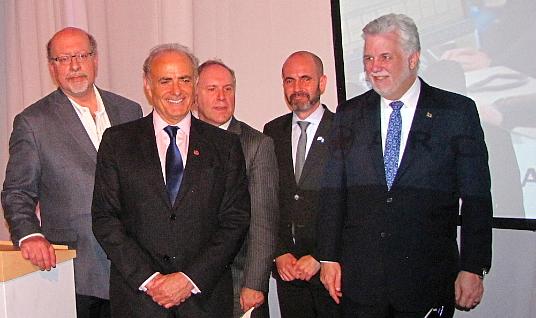 Jerry Adler - directeur de l'office de tourisme d'Israël au Canada, Calin Rovinescu - président et chef de la direction d'Air Canada, Philippe Rainville - président-directeur général d'Aéroports de Montréal,  Ziv Nevo Kulman - consul général d'Israël à Montréal, et Philippe Couillard, premier ministre du Québec.