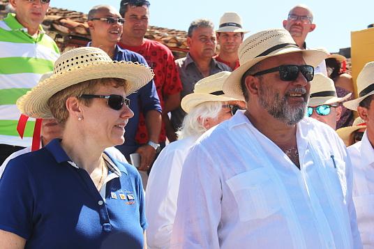 Manuel Marrero Cruz, Ministre du tourisme de Cuba, et Armgard Wippler, Directrice de la Direction des politiques petites et moyennes entreprises et du secteur des services en Allemagne