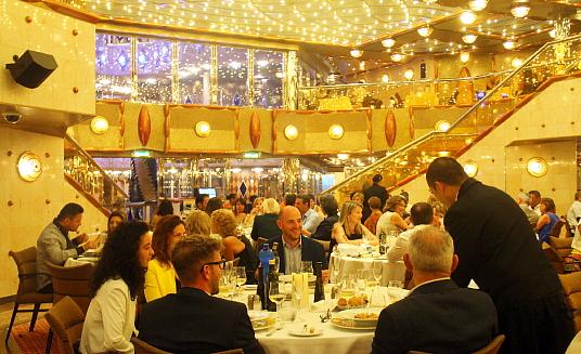 Le restaurant Duc D'Orléans sert les trois repas, dans une ambiance plus formelle