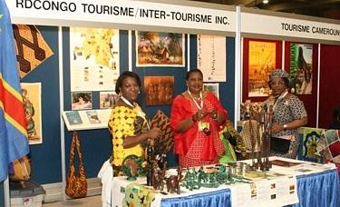 Mme Zamuda Jeanne Sabiti (à dr) et son équipe font la promotion du tourisme en RDC lors du SITV de Montréal