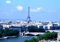 Paris annonce de nouvelles mesures pour attirer les vacanciers.