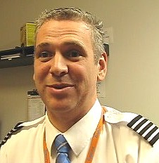 Martin Chamberland , commandant de bord chez  Sunwing Airlines. (Boeing 737-800)