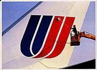 Privées de retraites, des agents de bord de United Airlines exposent leurs charmes.