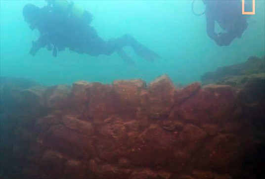 Turquie : une forteresse vieille de 3000 ans retrouvée au fond d'un lac