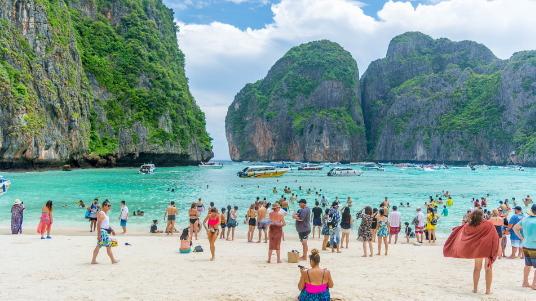 Thaïlande : la baie du film ' The Beach ' va être inaccessible cet été