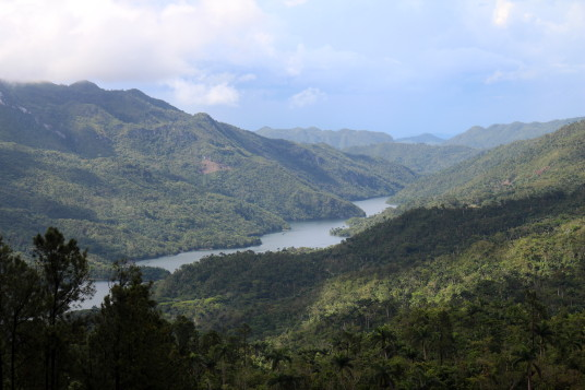 Lac Hanabanilla, vu du Mirador Tres Palmas