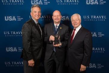 Roger Dow, président-directeur général de l'Association américaine du voyage, Elvi Cal, v.-p., développement de produits chez Voyages TravelBrands et Chris Thompson, président-directeur général de Brand USA