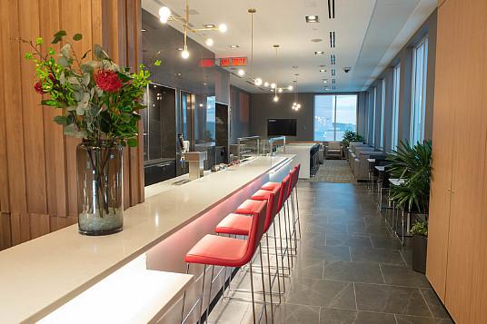 Air Canada dévoile un nouveau salon Feuille d'érable à l''aéroport international John G. Diefenbaker de Saskatoon (Groupe CNW/Air Canada)
