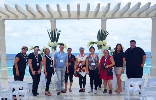 Le groupe en compagnie d'Anne Palardy, représentante des hôtels Sandos au Québec