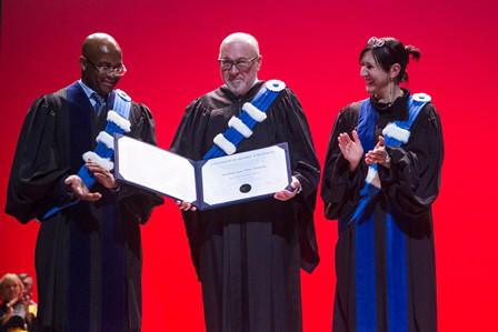 De gauche à droite : M. Komlan Sedzro, doyen de l'ESG UQAM, M. Jean-Marc Eustache, président et chef de la direction de Transat A.T. inc et Mme Magda Fusaro, rectrice de l'UQAM (© Alexis Aubin)