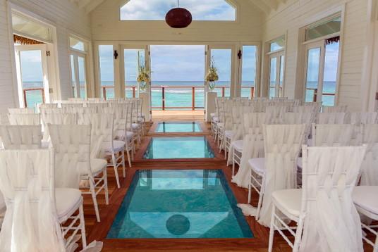 Sandals Ochi rehausse son expérience mariage avec une nouvelle chapelle sur l'eau