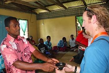 Toute visite de village débute par une cérémonie de bienvenue, au cours de laquelle on vous sert le fameux Kawa