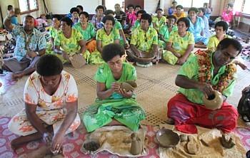 Dans le village de Nakabuta, les femmes (principalement) fabriquent des poteries, selon une technique ancestrale.