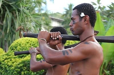 L'image du guerrier est encore bien présente dans le folklore de Fidji.