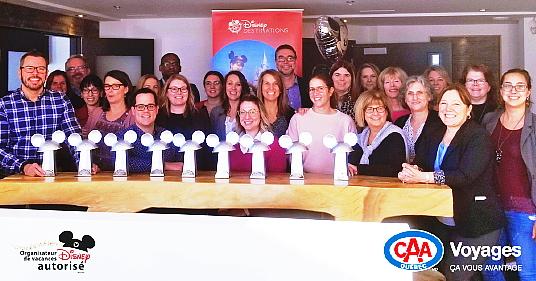 En janvier dernier, Cindy Charest, Directrice régionale des ventes – Québec et Atlantique chez Disney, a remis un trophée à plusieurs centres du réseau Voyages CAA-Québec, un honneur qui souligne l'expertise des conseillers et l'augmentation des ventes de produits Disney.