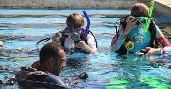 Le Jean Michel Cousteau Resort est le lieu idéal pour s'initier à la plongée, y compris pour les enfants