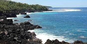 D'origine volcanique , Taveuni est surnommée l'île jardin. Cette portion escarpée de la côte est réputée pour son Blow Hole.