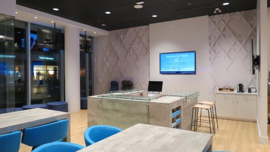 Ouverture d'eX par Voyages Transat au Quartier DIX30 : Les voyageurs invités à découvrir une agence de voyages repensée