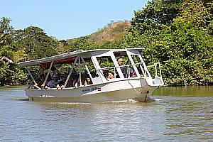 Le Parc national Palo Verde se découvre à bord de bateaux à moteur, qui sillonnent la rivière Tepisque.