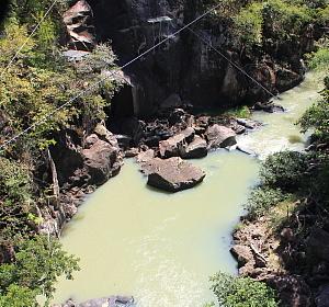 Les promoteurs de Rio Perdido ont emmenagé un circuit de tyroliennes, qui permet aux amateurs d'aventures de survoler le canyon.
