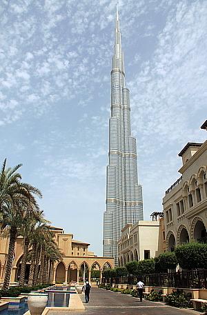 La tour El Khalifa domine maintenant le ciel de Dubai.