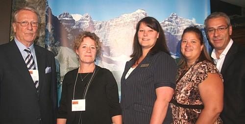 Klaus W. Roth, Jenny Dunbar, Marney St-John, Maude Laliberté et Claude Noel, de Travel Alberta.