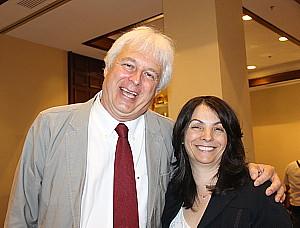 Claude Saint-Pierre, de Tours Chanteclerc, en compagnie de Farida Henni, de l'Office national du tourisme tunisien au Canada.