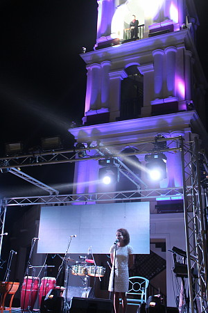 Renée Boisvert, sur la scène du Pueblo Estrella.