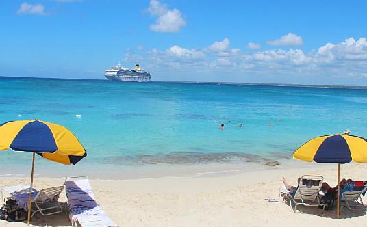 Le navire, en face de l'île de Catalina