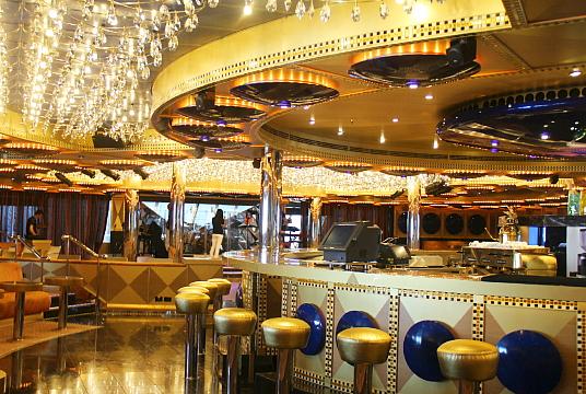 Le Costa Favolosa compte aussi une douzaine de bars