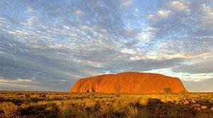 Australie: le sommet du mont Uluru interdit aux touristes en 2019