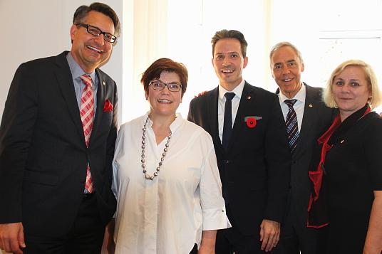 Alex Herrmann, directeur pour les Amériques; Elisabeth Bösch Malinen, consule générale de Suisse au Canada; Pascal Prinz,nouveau directeur de Suisse Tourisme pour le marché canadien; Urs Eberhard, directeur des marchés et Ursula Beamish-Maeder, responsable des relations médias en Amérique du nord pour Suisse Tourisme.