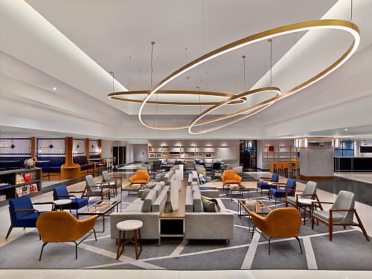 Lobby du Méridien Etoile ( Crédits photos : Le Méridien Étoile, groupe Marriott )