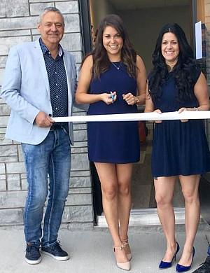 Richard Mercier, Pier-Ann Mercier; copropriétaires et Jessie Tremblay, directrice de l'agence