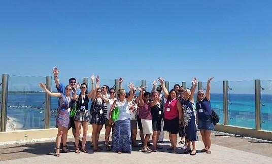 Le groupe en compagnie de Mireille Moutou au Sky Lounge du Generations Riviera Maya