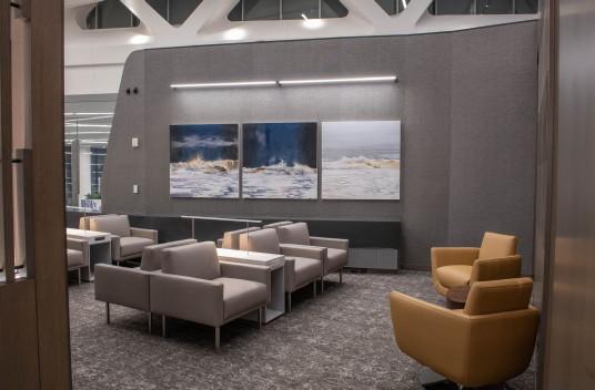 Le tout dernier salon Feuille d'érable d'Air Canada ouvre ses portes dans la nouvelle aérogare de l'aéroport LaGuardia de New York (Groupe CNW/Air Canada)