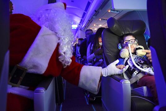 Encore plus de magie à la 14e édition du vol avec le père Noël d'Air Transat et la Fondation Rêves d'enfants