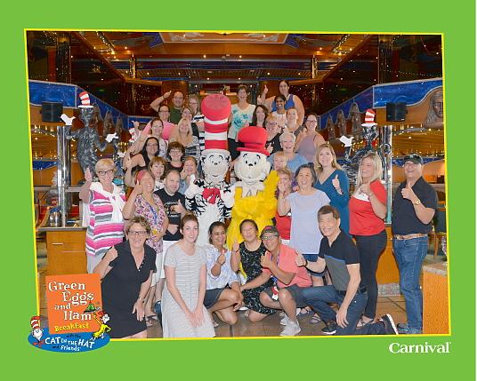 Le groupe d'agents de voyage au Green Eggs and Ham Breakfast avec Cat in the Hat and Friends – avec Veronica Di Ruocco et Judy Munden, Chefs de secteur, ventes chez VAC