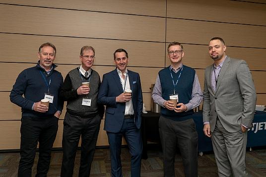 Rick MacSwain, Vaughn Payne, Kevin Murphy, Jacob Kos et Christopher Brothers de Westjet
