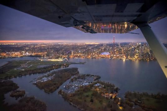 l'Aéroport Billy Bishop de Toronto a une fois de plus été désigné par PrivateFly comme l'un des 10 aéroports offrant les plus belles approches au monde (Groupe CNW/PortsToronto)