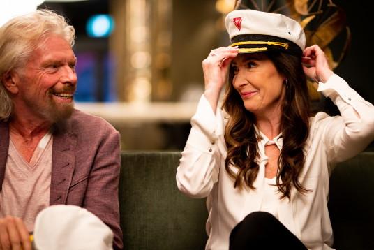 Sir Richard Branson et la Capitaine Wendy Williams (CNW Group/Virgin Voyages)