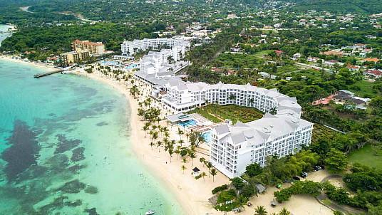 Le Riu Ocho Rios, un des hôtels les mieux cotés de Sunwing, offre maintenant un nouveau parc aquatique Splash Water World ainsi que des installations complètement réaménagées