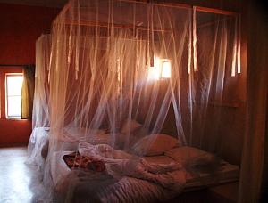 Par soucis écologique, les chambres et les couloirs de l'Ecolodge sont seulement éclairées à la chandelle.