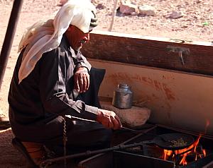 Dans la journée, l'Ecolodge propose des randonnées et des rencontres avec des familles de Bédouins qui vivent à proximité.