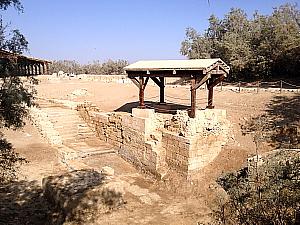 Jésus aurait été baptisé ici, dans cette boucle du Jourdain, qui est maintenant asséchée.