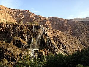 L'Evason Ma'In est encerclé par des montagnes et des chutes, qui cascadent en face de la terrasse du restaurant.
