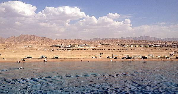 Le golfe d' Aqaba attire les villégiateurs et les amateurs de plongée