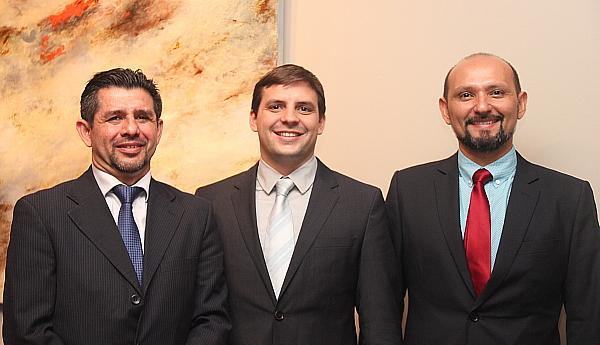 Freddy Lizano, responsable de la presse internationale, Alejandro Alfaro Castro, directeur marketing et Adalberto Rodriguez, marketing executive de Essential Costa Rica.