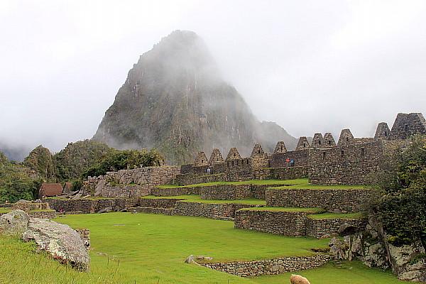Le climat change rapidement à Machu Picchu. Parfois, le site se perd dans un nuage de brume.